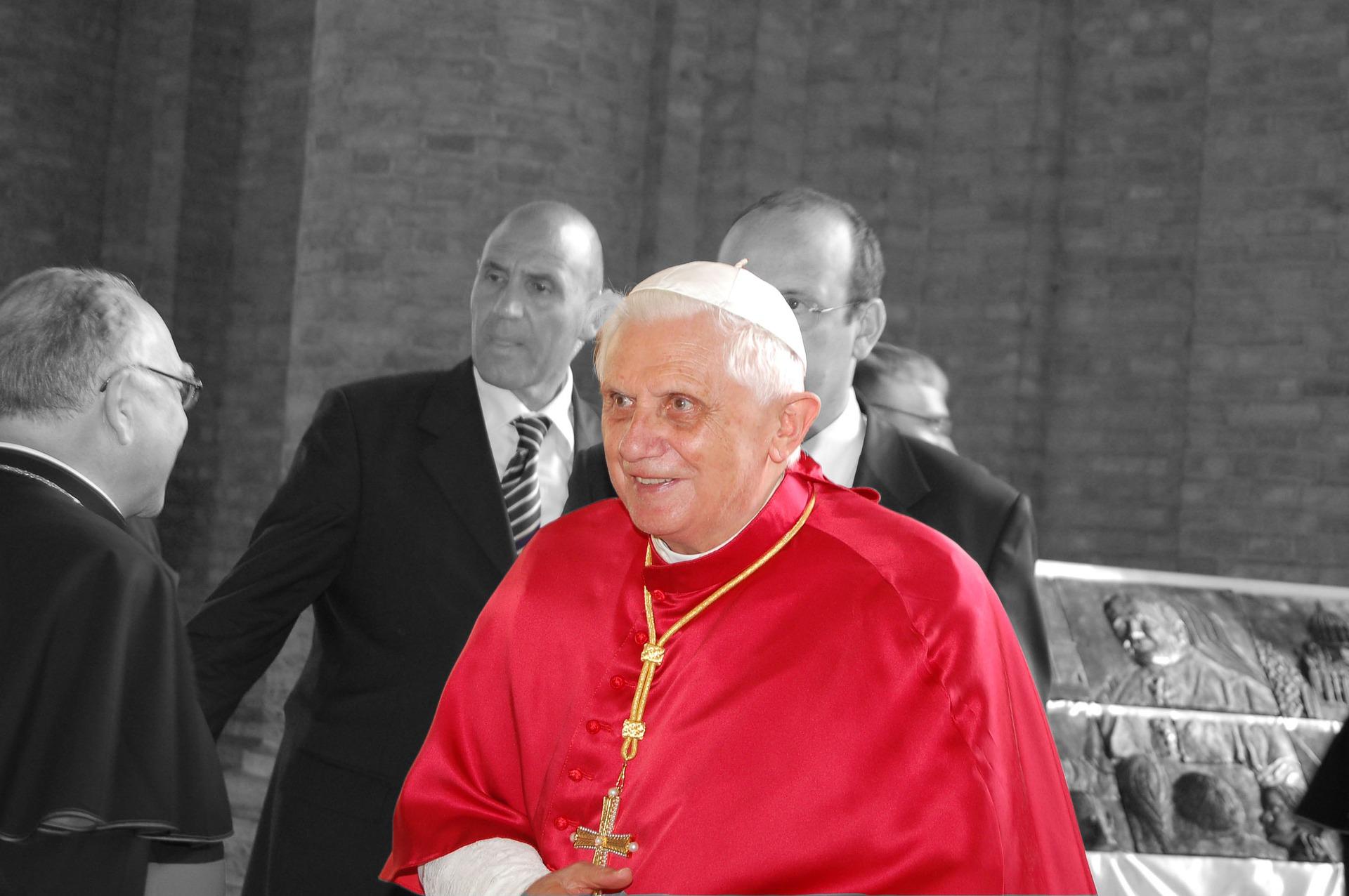 94 anni di Benedetto XVI